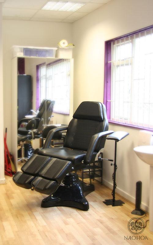 The tattoo chair at NAOHOA Luxury Bespoke Tattoos, Cardiff, Wales (UK).