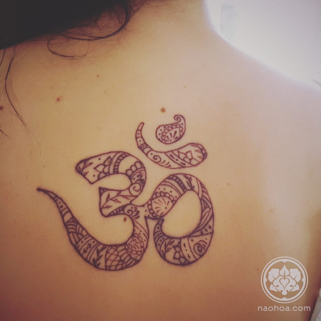 Henna-style tattoo by Naomi Hoang at NAOHOA Luxury Bespoke Tattoos, Cardiff (Wales, UK).
